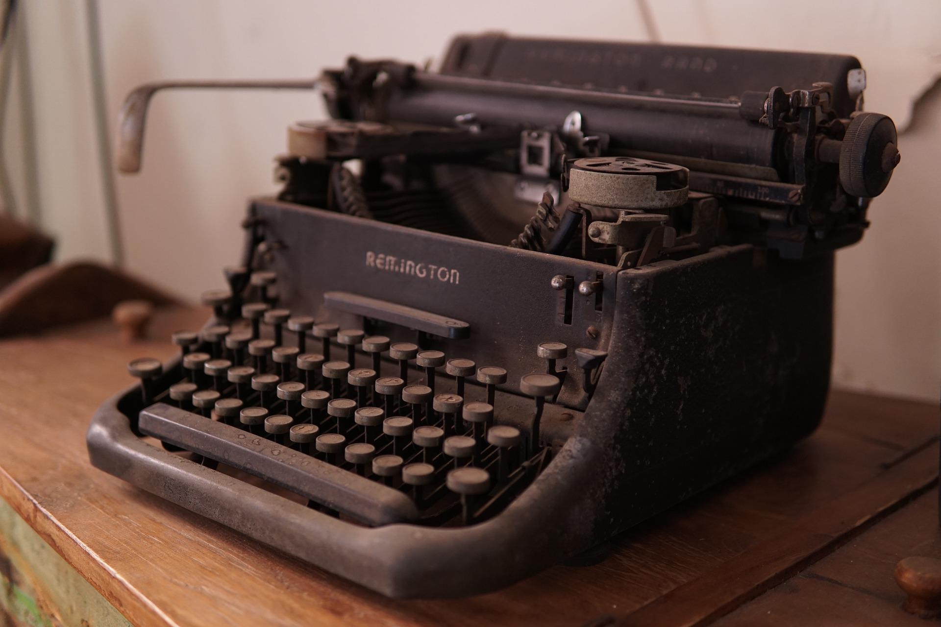 typewriter old 2
